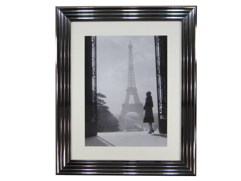 10764 Lady & Eiffel Tower 76 x 91cm